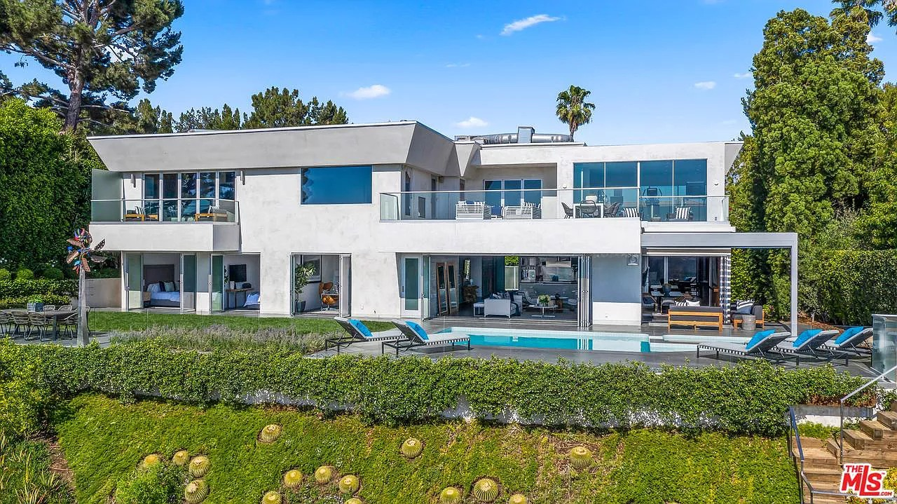 1557 Tower Grove Dr, Beverly Hills, CA 90210
