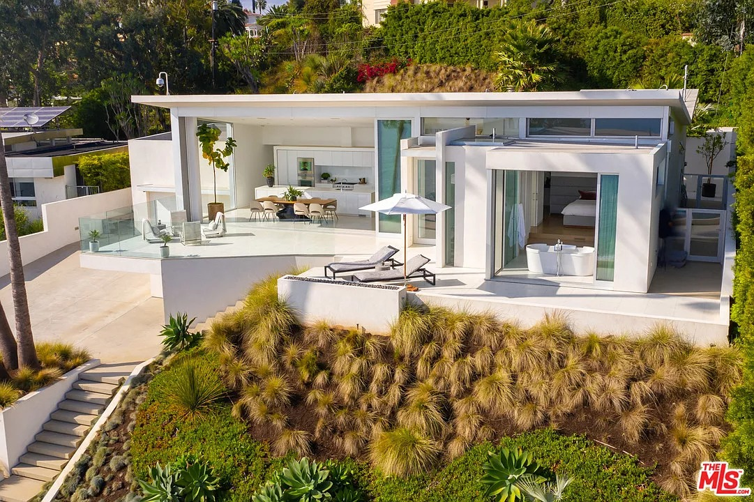 213 Pintoresca Dr, Pacific Palisades, CA 90272 - $7,000,000 home for sale, house images, photos and pics gallery
