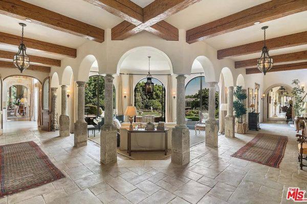 1550 Amalfi Dr, Pacific Palisades, CA 90272