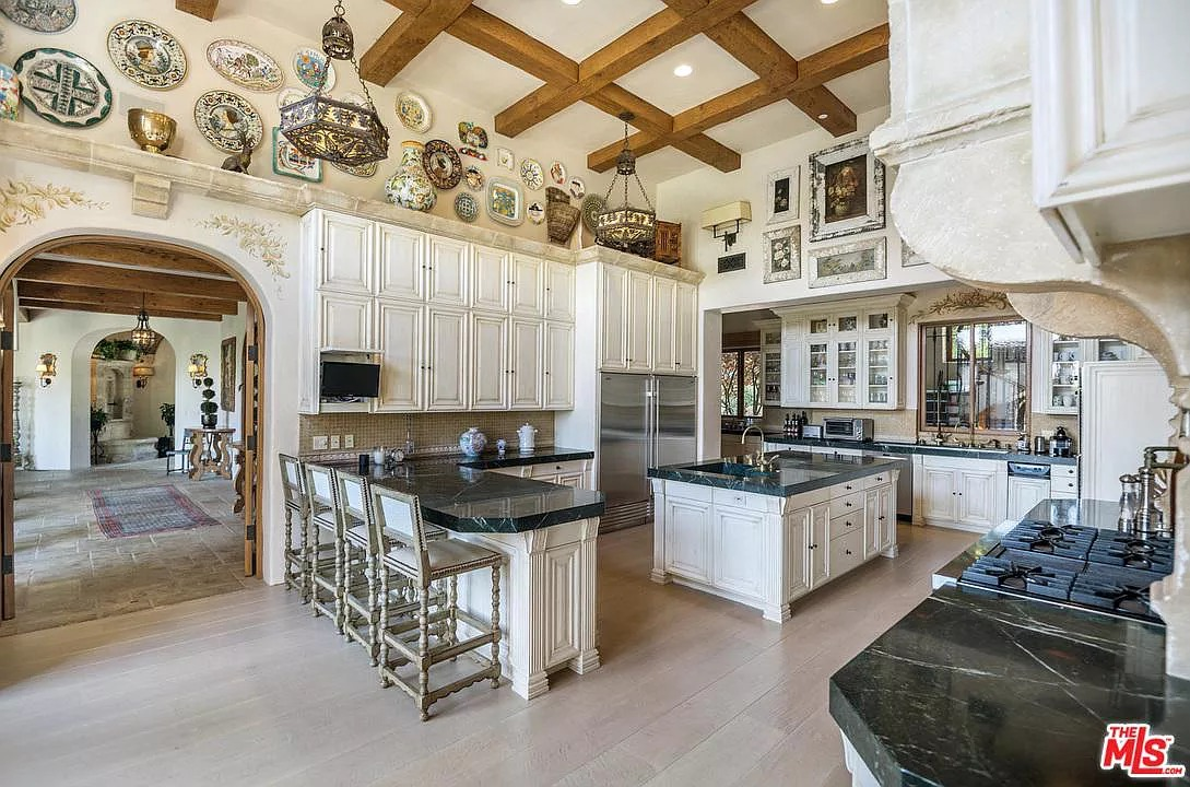 1550 Amalfi Dr, Pacific Palisades, CA 90272 - $51,995,000 home for sale, house images, photos and pics gallery