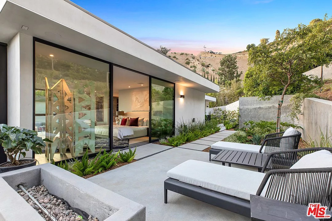 1860 N Doheny Dr, Los Angeles, CA 90069 - $13,995,000 home for sale, house images, photos and pics gallery